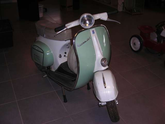 scooter vespa 50cc d 39 occasion v hicules utilitaires d. Black Bedroom Furniture Sets. Home Design Ideas