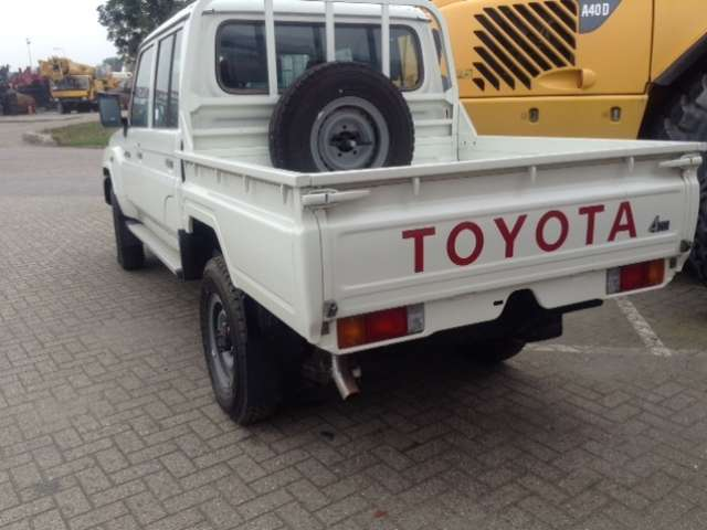 v hicule utilitaire toyota land cruiser pick up 5 places d. Black Bedroom Furniture Sets. Home Design Ideas