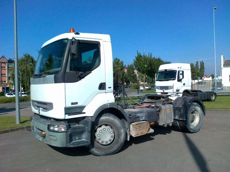 tracteur routier renault lander 420dci d 39 occasion tracteur routier d 39 occasion sodineg france. Black Bedroom Furniture Sets. Home Design Ideas