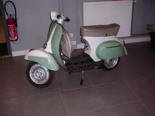 scooter vespa 50cc d 39 occasion v hicules utilitaires d 39 occasion sodineg france. Black Bedroom Furniture Sets. Home Design Ideas